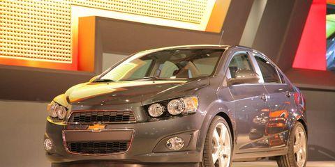 Tire, Wheel, Motor vehicle, Automotive design, Vehicle, Automotive tire, Automotive lighting, Headlamp, Land vehicle, Rim,