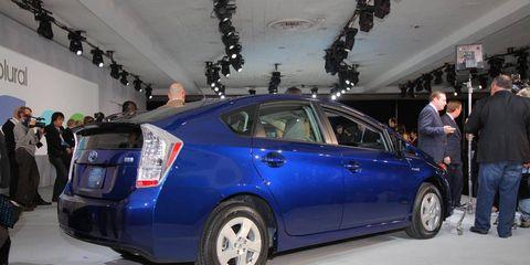 Wheel, Automotive design, Vehicle, Car, Automotive tire, Mid-size car, Full-size car, Technology, Alloy wheel, Sedan,
