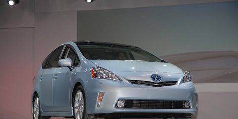 Motor vehicle, Mode of transport, Automotive design, Vehicle, Transport, Glass, Land vehicle, Car, Rim, Automotive exterior,