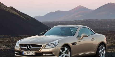Tire, Wheel, Mode of transport, Automotive design, Vehicle, Mountainous landforms, Land vehicle, Hood, Car, Transport,