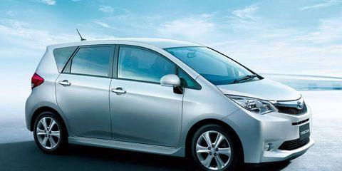 Motor vehicle, Tire, Wheel, Automotive mirror, Mode of transport, Automotive design, Daytime, Vehicle, Transport, Land vehicle,
