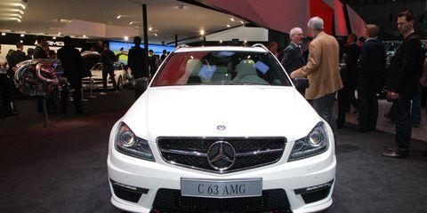 Automotive design, Vehicle, Land vehicle, Grille, Car, Personal luxury car, Hood, Mercedes-benz, Glass, Bumper,