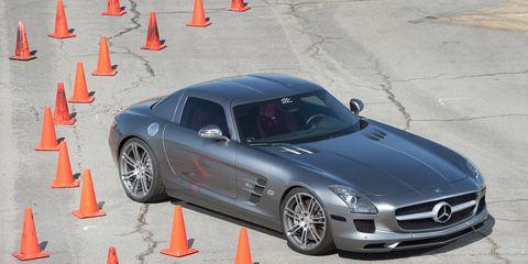 Tire, Wheel, Automotive design, Land vehicle, Automotive tire, Hood, Rim, Car, Automotive wheel system, Alloy wheel,