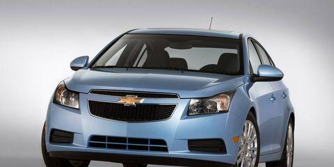 Motor vehicle, Automotive design, Product, Daytime, Vehicle, Transport, Automotive lighting, Grille, Automotive mirror, Car,
