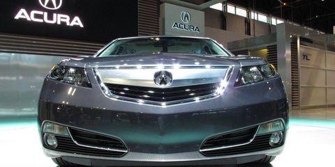 Automotive design, Vehicle, Event, Land vehicle, Car, Grille, Auto show, Glass, Automotive lighting, Personal luxury car,