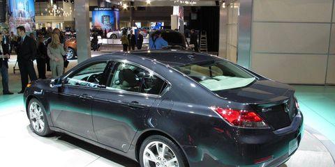 Tire, Wheel, Automotive design, Mode of transport, Vehicle, Land vehicle, Car, Automotive lighting, Full-size car, Personal luxury car,