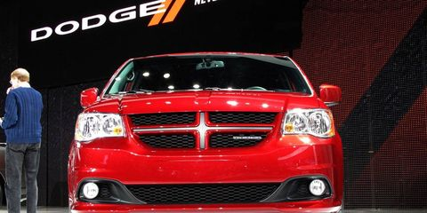 Motor vehicle, Automotive design, Vehicle, Automotive lighting, Automotive exterior, Grille, Glass, Hood, Car, Headlamp,