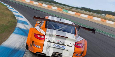 Automotive design, Vehicle, Land vehicle, Performance car, Car, Motorsport, Race track, Automotive lighting, Sports car racing, Fender,