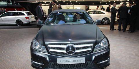 Motor vehicle, Automotive design, Mode of transport, Vehicle, Land vehicle, Grille, Car, Personal luxury car, Mercedes-benz, Automotive lighting,