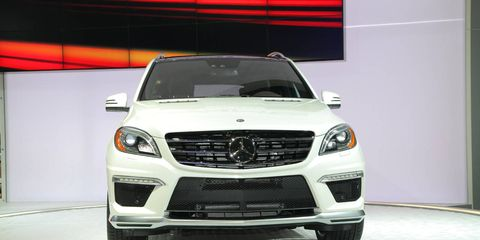 Motor vehicle, Automotive design, Vehicle, Automotive lighting, Grille, Land vehicle, Headlamp, Glass, Car, Hood,