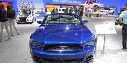 Motor vehicle, Automotive design, Vehicle, Land vehicle, Headlamp, Grille, Hood, Car, Automotive lighting, Automotive exterior,