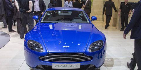 Automotive design, Vehicle, Car, Grille, Headlamp, Personal luxury car, Hood, Logo, Azure, Luxury vehicle,