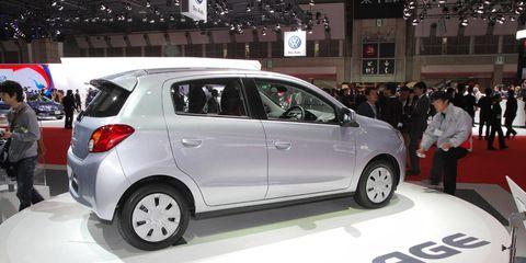 Motor vehicle, Tire, Wheel, Automotive design, Vehicle, Automotive mirror, Land vehicle, Automotive tire, Car, Automotive wheel system,