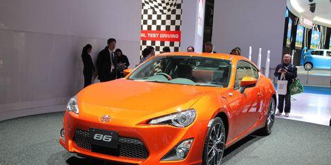 Tire, Motor vehicle, Wheel, Automotive design, Vehicle, Land vehicle, Event, Car, Automotive lighting, Headlamp,