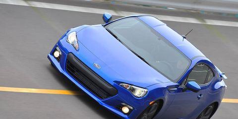 Motor vehicle, Tire, Automotive design, Blue, Vehicle, Headlamp, Hood, Performance car, Car, Automotive lighting,