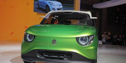 Motor vehicle, Mode of transport, Automotive design, Vehicle, Land vehicle, Automotive exterior, Automotive mirror, Hood, Car, Grille,