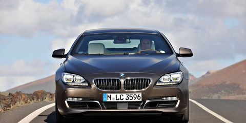 Motor vehicle, Mode of transport, Automotive mirror, Automotive design, Road, Daytime, Vehicle registration plate, Automotive exterior, Vehicle, Transport,