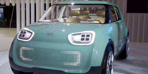 Motor vehicle, Tire, Automotive design, Vehicle, Land vehicle, Car, Automotive mirror, Hood, Fender, Grille,