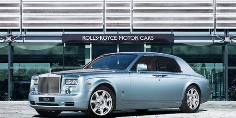 Tire, Wheel, Vehicle, Transport, Rim, Automotive parking light, Car, Alloy wheel, Luxury vehicle, Rolls-royce,