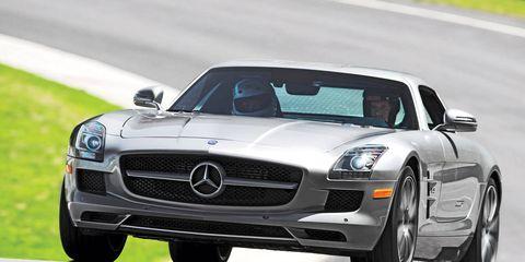 Automotive design, Mode of transport, Vehicle, Hood, Land vehicle, Grille, Car, Automotive mirror, Automotive lighting, Mercedes-benz,