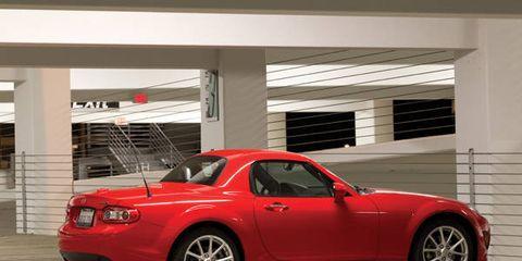 Tire, Wheel, Automotive design, Vehicle, Automotive tire, Rim, Alloy wheel, Automotive parking light, Automotive lighting, Automotive exterior,