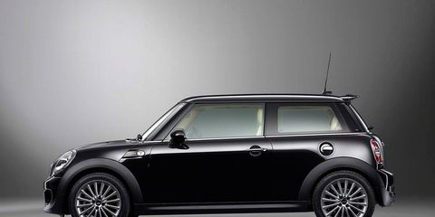 Wheel, Automotive design, Vehicle, Automotive exterior, Vehicle door, Glass, Car, Spoke, Hood, Rim,