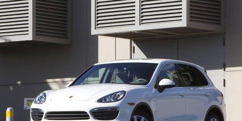 Tire, Wheel, Automotive design, Vehicle, Alloy wheel, Land vehicle, Automotive mirror, Automotive tire, Rim, Automotive parking light,
