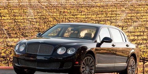 Automotive design, Vehicle, Land vehicle, Car, Automotive parking light, Rim, Automotive lighting, Bentley, Grille, Alloy wheel,