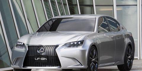 Automotive design, Vehicle, Land vehicle, Car, Rim, Grille, Glass, Personal luxury car, Hood, Fender,