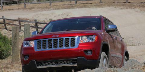 Motor vehicle, Tire, Daytime, Vehicle, Automotive design, Natural environment, Land vehicle, Automotive lighting, Automotive exterior, Hood,