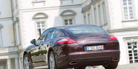 Tire, Wheel, Mode of transport, Automotive design, Vehicle, Window, Vehicle registration plate, Car, Street, Rim,