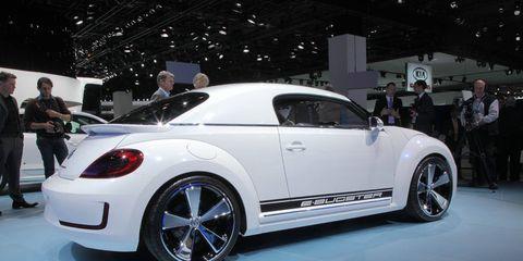 Tire, Wheel, Automotive design, Vehicle, Land vehicle, Car, Fender, Auto show, Exhibition, Automotive wheel system,