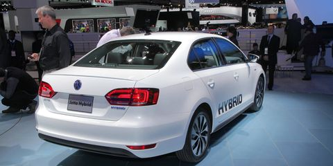 Automotive design, Vehicle, Vehicle registration plate, Land vehicle, Car, Alloy wheel, Automotive lighting, Personal luxury car, Full-size car, Luxury vehicle,