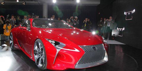 Tire, Automotive design, Vehicle, Event, Land vehicle, Car, Performance car, Supercar, Personal luxury car, Auto show,
