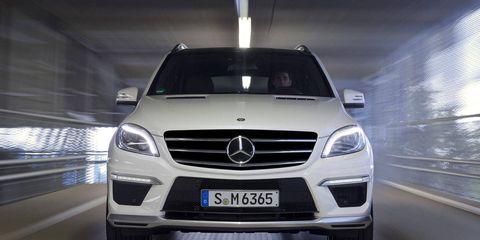 Automotive design, Vehicle, Automotive exterior, Grille, Glass, Mercedes-benz, Car, Automotive lighting, Headlamp, Bumper,