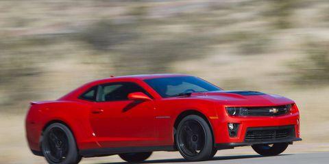 Tire, Motor vehicle, Wheel, Automotive design, Vehicle, Automotive tire, Hood, Transport, Infrastructure, Chevrolet camaro,