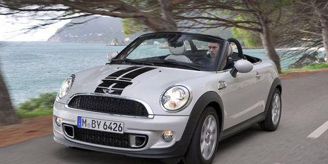 Automotive design, Automotive mirror, Vehicle, Land vehicle, Automotive lighting, Headlamp, Vehicle door, Hood, Road, Grille,