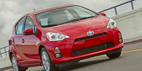 Tire, Motor vehicle, Wheel, Automotive mirror, Mode of transport, Automotive design, Daytime, Vehicle, Transport, Hood,