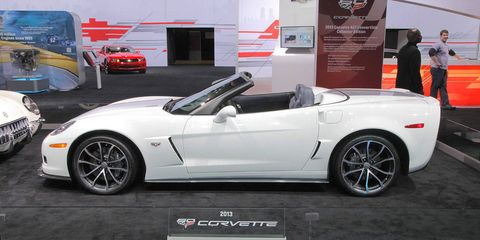 Tire, Wheel, Automotive design, Mode of transport, Vehicle, Land vehicle, Alloy wheel, Rim, Car, Performance car,
