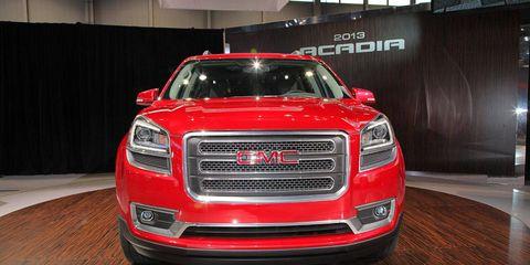 Motor vehicle, Automotive design, Automotive lighting, Vehicle, Grille, Automotive exterior, Headlamp, Automotive tail & brake light, Car, Hood,