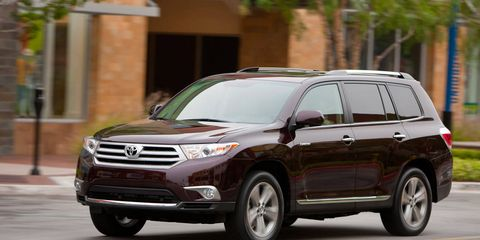 Tire, Wheel, Vehicle, Land vehicle, Headlamp, Automotive mirror, Glass, Automotive tire, Automotive lighting, Car,