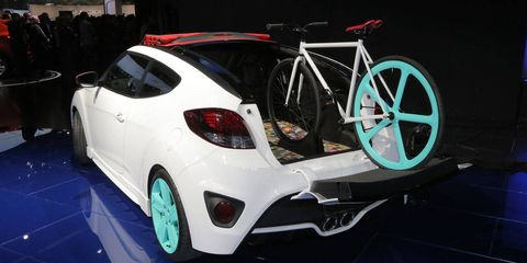 Tire, Wheel, Automotive design, Mode of transport, Bicycle wheel rim, Vehicle, Land vehicle, Bicycle frame, Bicycles--Equipment and supplies, Rim,