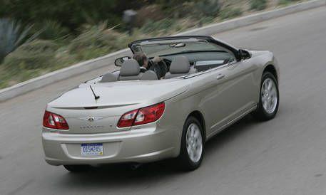 Mode of transport, Road, Automotive design, Vehicle, Land vehicle, Automotive mirror, Infrastructure, Car, Automotive lighting, Automotive parking light,