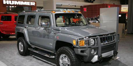 Tire, Motor vehicle, Wheel, Automotive tire, Automotive design, Automotive exterior, Vehicle, Land vehicle, Automotive lighting, Hood,