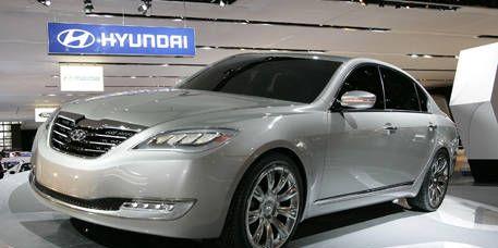 Tire, Wheel, Mode of transport, Automotive design, Vehicle, Land vehicle, Automotive lighting, Transport, Car, Alloy wheel,