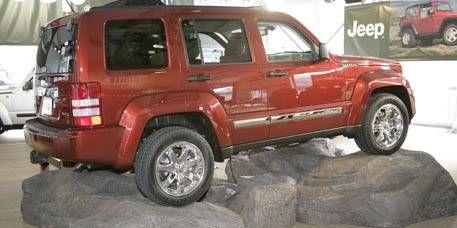 Tire, Wheel, Motor vehicle, Automotive tire, Vehicle, Land vehicle, Automotive exterior, Rim, Automotive wheel system, Car,