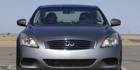 Mode of transport, Automotive mirror, Automotive design, Daytime, Vehicle, Glass, Headlamp, Grille, Hood, Automotive lighting,