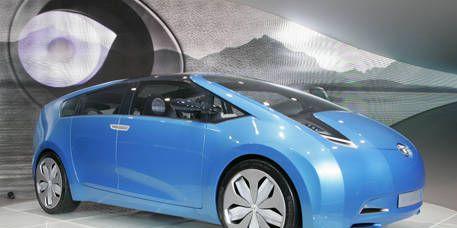 Motor vehicle, Automotive mirror, Mode of transport, Automotive design, Transport, Vehicle, Automotive exterior, Glass, Vehicle door, Car,