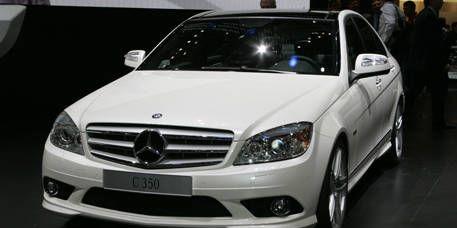 Mode of transport, Automotive design, Vehicle, Grille, Hood, Mercedes-benz, Car, Vehicle registration plate, Automotive mirror, Headlamp,