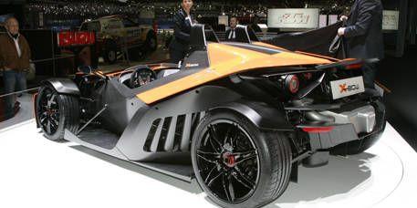 Tire, Wheel, Automotive design, Mode of transport, Vehicle, Land vehicle, Automotive wheel system, Rim, Automotive tire, Automotive exterior,